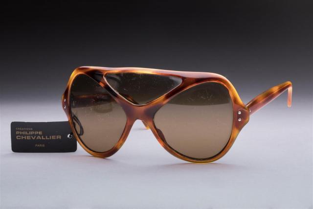 c0c638651a Philippe CHEVALLIER circa 1970 Paire de lunettes de soleil masque en.